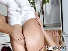 hottie plays with obese 811-pounder